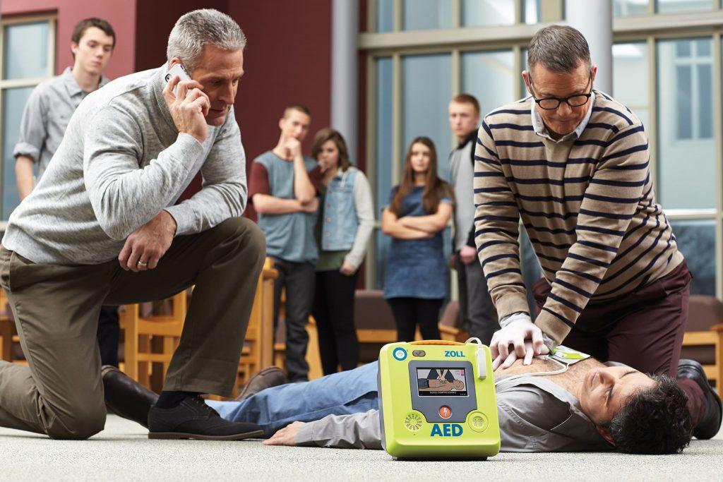 Първа помощ с автоматичен външен дефибрилатор ZOLL AED 3